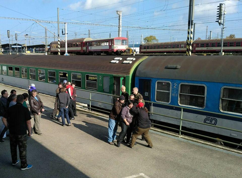 Krizová situace ve vlaku