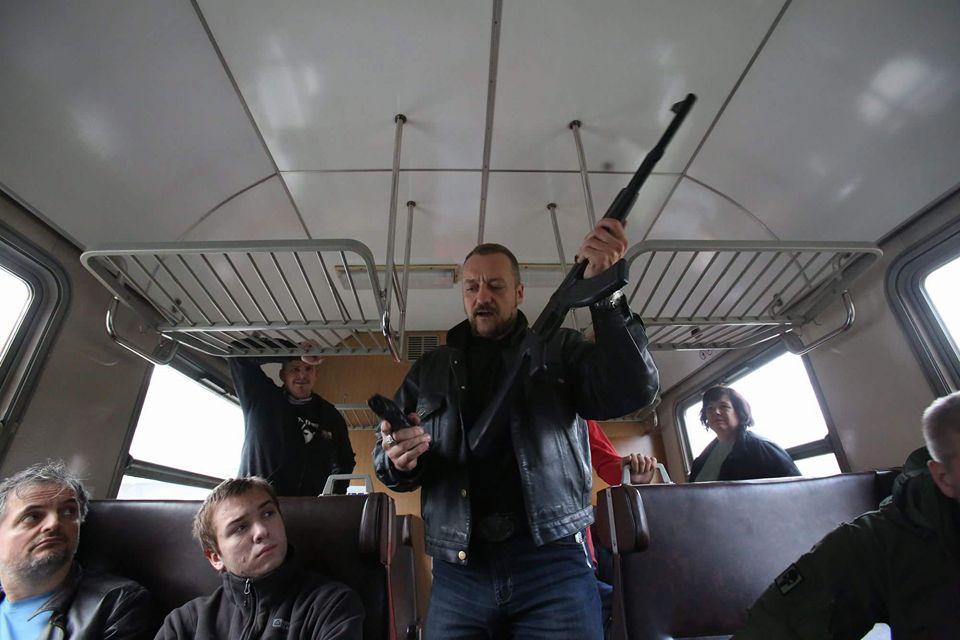 útok, pistole